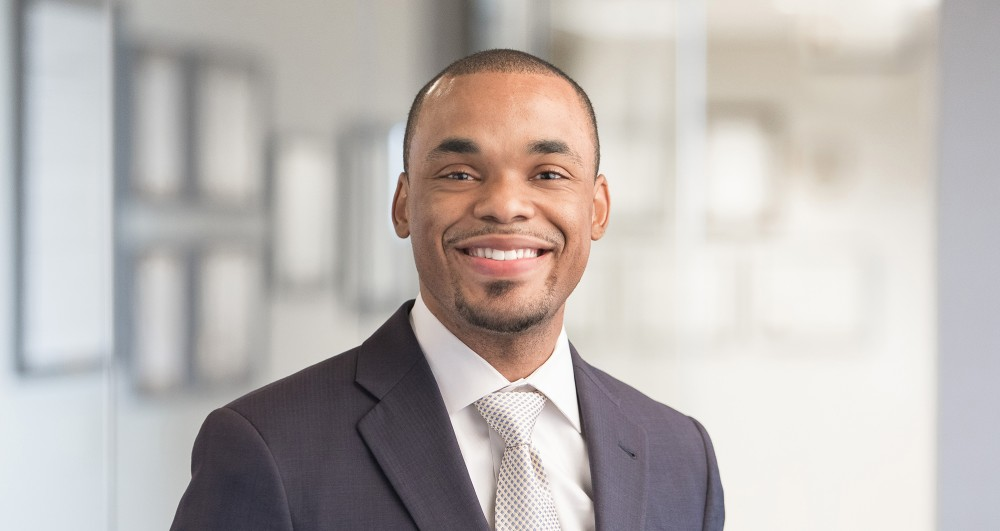 Dailey, Derick (2017.11.28) - Headshot